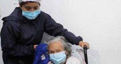 Comenzó vacunación de adultos mayores en Cundinamarca